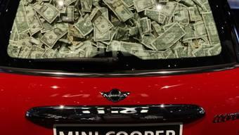 Ein Auto voller Geld (Symbolbild)