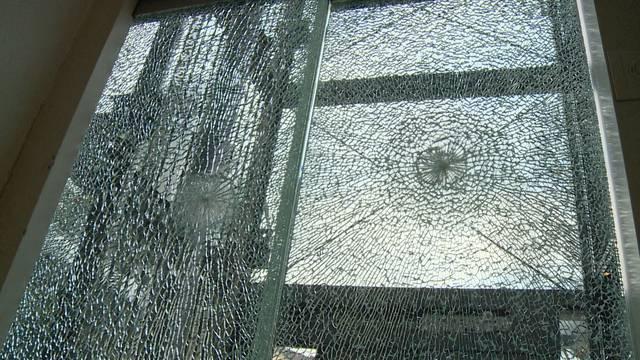 Vandale wütet im Gemeindehaus Hinwil