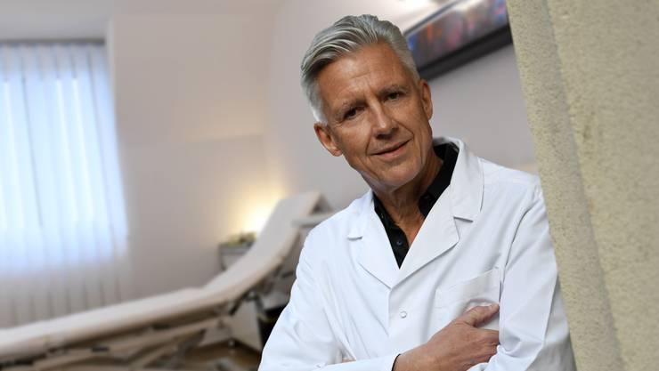 Florian Leupold ist Facharzt für Innere Medizin und arbeitet zu 60 Prozent in seiner Praxis in Breitenbach. Juri Junkov