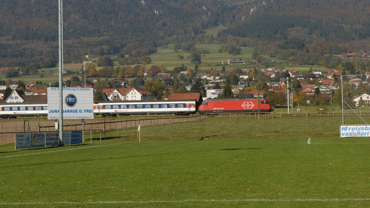 Nordwestlich des Fussballplatzes am Bahnweg soll der neue Sportplatz gebaut werden.