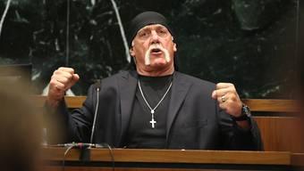 Der weltberühmte Ex-Wrestler Hulk Hogan hat von einer Jury 115 Millionen Dollar Entschädigung für die Veröffentlichung eines heimlich gedrehten Sexvideos zugesprochen erhalten. Bezahlen muss die Internetplattform Gawker. (Archivbild)