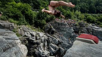 Von Freitag bis Sonntag springen internationale Athleten in Ponte Brolla TI um die Wette.