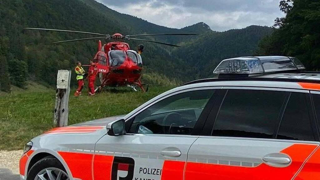 Ein Gleitschirmpilot blieb in Oberdorf SO in den Bäumen hängen. Er konnte befreitet werden und wurde ins Spital geflogen.
