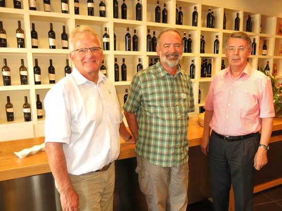 Die Verantwortlichen der Reise bei Vinosia v.l.n.r  Bruno Schmid Gesamtorganisation und Reiseleitung, Markus Aellen Präsident, Peter Schürmann Verantwortlicher für die Besuche auf den Weingütern