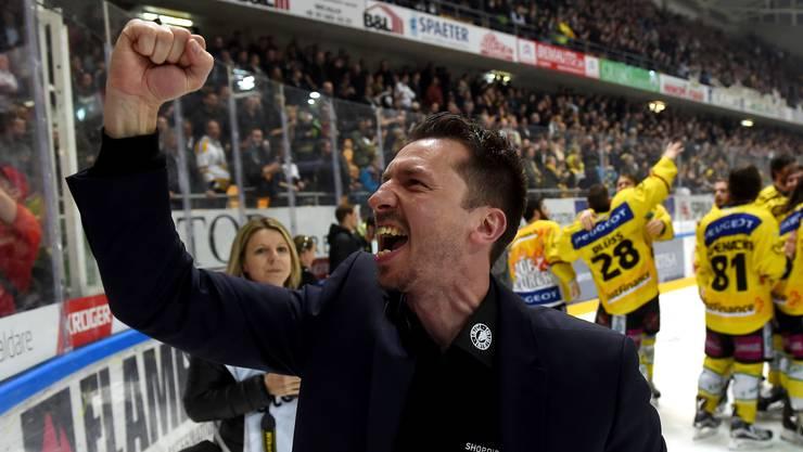 So freut sich ein Meistertrainer: Lars Leuenberger ballt die Siegerfaust.