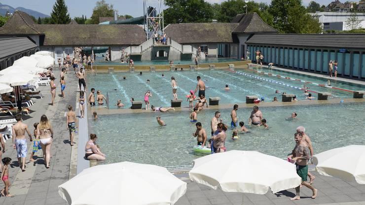 Sommertag in der Badi Solothurn im Juli 2016