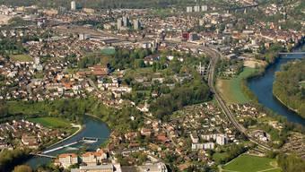 Windisch (links im Bild) und Brugg spannen bei der Ortsplanungsrevision zusammen.