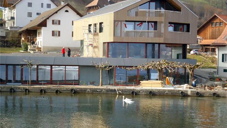So sieht es heute aus: Das neue Restaurant kurz vor der Vollendung. Die Rosskastanien stehen noch, doch werden sie bald gefällt.Fritz Thut