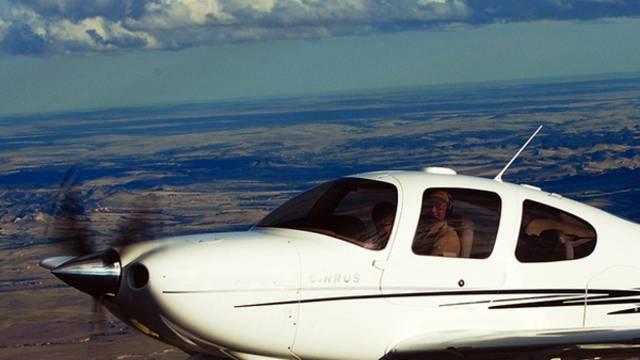 Ein einmotoriges Flugzeug (Archiv)
