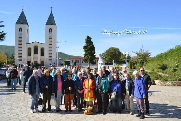 Freundinnen und Freunde des Rosenkranzgebetes in Medjugorje.