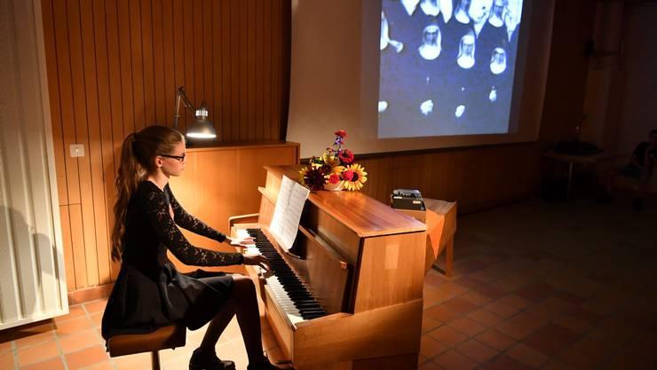 Stummfilme aus dem Bachtelen werden mit Live-Klaviermusik gezeigt.