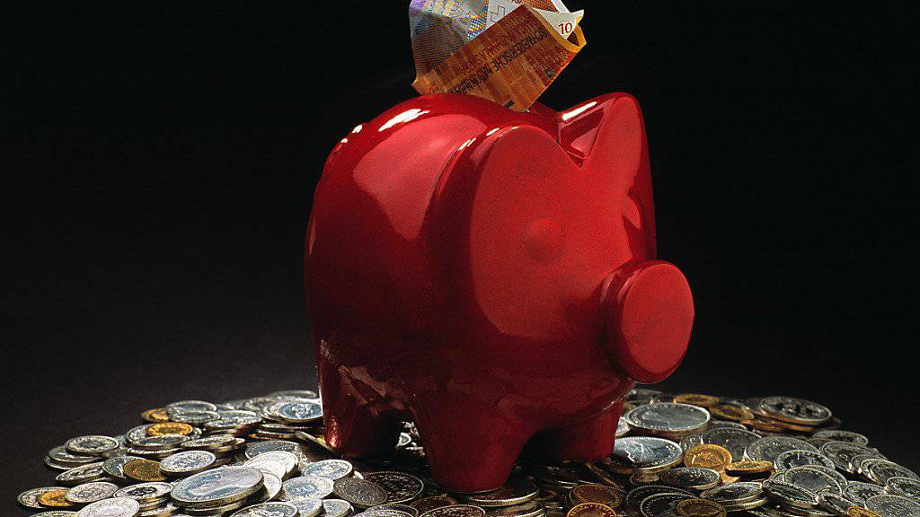 Beim Sparen lässt sich mit einem Wechsel der Bank sparen: Die Unterschiede zwischen den verschiedenen Banken sind trotz Tiefstzinsen nach wie vor gross. (Symbolbild)