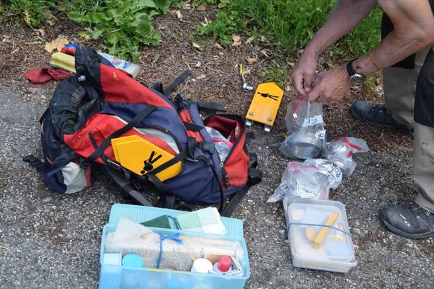 Bis zu 20 Kilo Material und Ausrüstung tragen Belser und Meier auf ihren Touren im Rucksack mit sich.