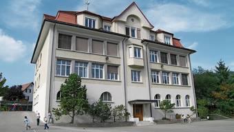 Das Schulhaus 1912 soll ein Jahr lang umfassend saniert werden. In dieser Zeit werden die Schüler anderswo unterrichtet.