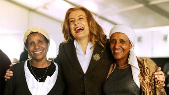 The-Dear-Foundation-Präsidentin Sonja Dinner mit zwei Brustkrebs-Betroffenen aus Äthiopien.