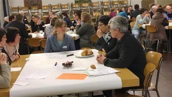 Stellenleiterin Lydia Weiss (vorne Mitte) stellte an der Tagung in Dulliken das Modell des Kirchlichen Reginalen Sozialdienstes Argau-West vor.