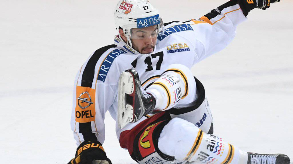 Der HC Lugano, hier Luca Fazzini, nach der Derby-Niederlage am Boden