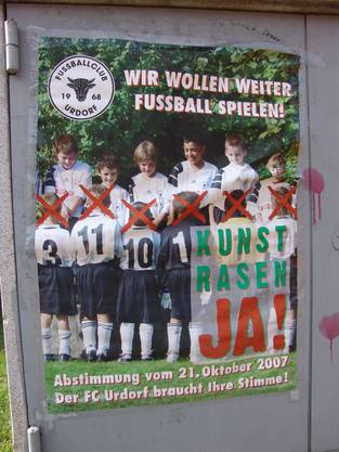 So warb der FC Urdorf 2007 für einen Kunstrasen. An der Urne sagten 1442 Urdorfer Ja und 1934 Nein.