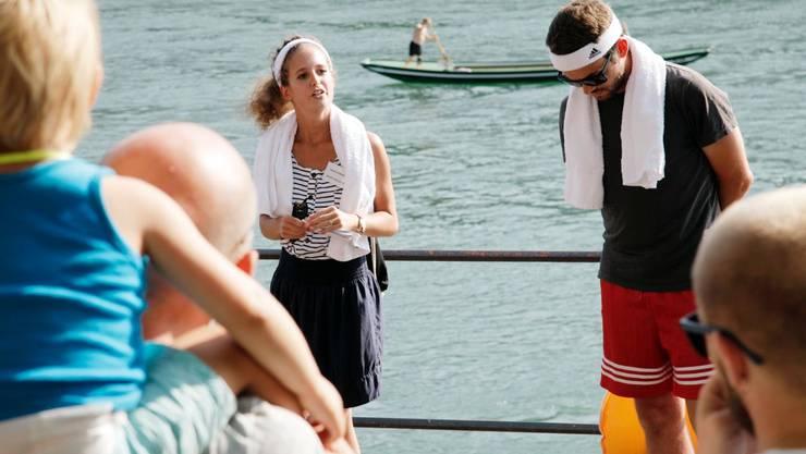 Sandra Gratwohl vom Sportmuseum spricht mit dem Freizeitfussballer Thilo Mangold vom Sportmuseum über seine ungarischen Wurzeln und seine Beziehung zum Wasser.