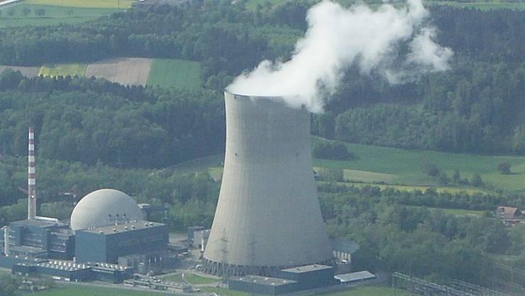 Von Juli bis September fanden wenige hundert Meter vom Kühlturm des KKW Gösgen entfernt Pumpversuche für das Grundwasserpumpwerk statt.