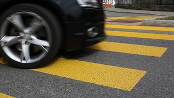 Genaue Unfallursache unklar: DIe Autofahrerin war sich sicher niemanden auf dem Fussgängerstreifen gesehen zu haben. (Symbolbild)