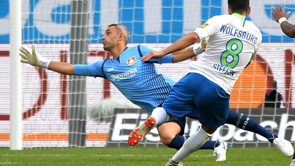 Renato Steffen auf dem Weg zum 3:1 für Wolfsburg beim Sieg in Leverkusen