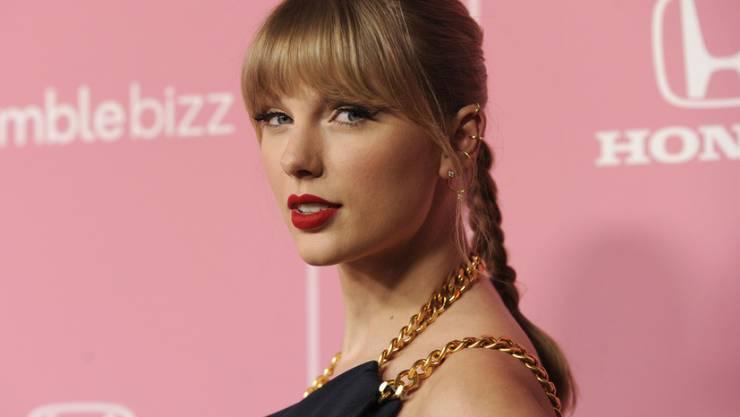 """Taylor Swift, US-Sängerin und """"Frau des Jahrzehnts"""" kritisiert den Umgang mit Frauen im Musikgeschäft."""