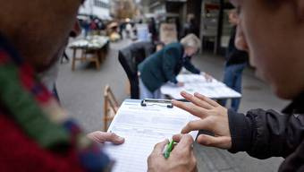 Jeder zehnte Stimmberechtigte muss ein Referendum in den Gemeinden unterschreiben, sonst kommt es nicht zustande. (Symbolbild)