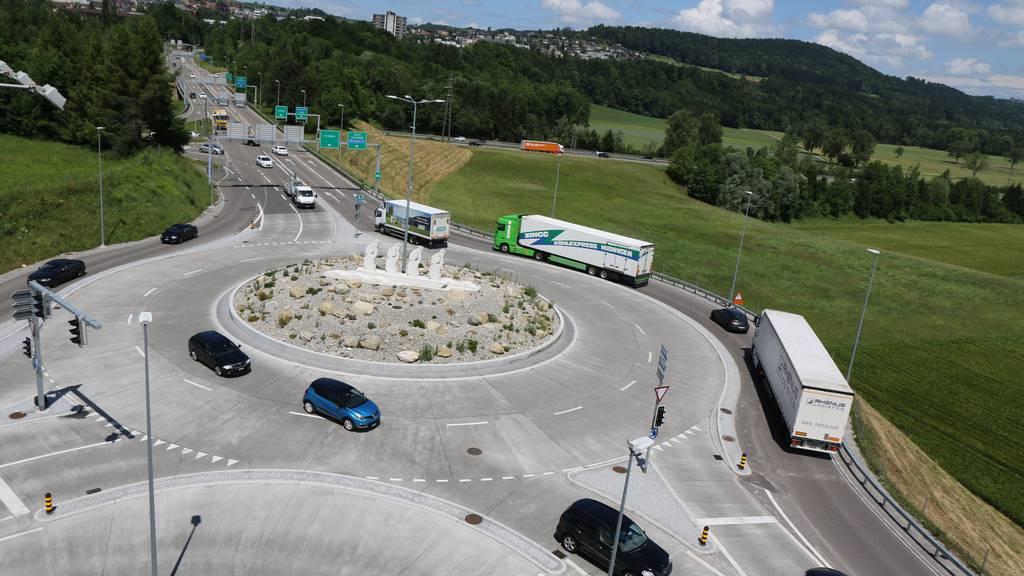 Der Verkehr im Wiler Kreisel läuft allzu oft nicht flüssig.
