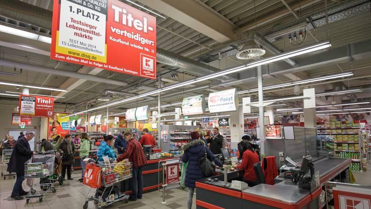 Der Supermarkt «Kaufland» in Waldshut ist ein beliebtes Ziel für Aargauer Einkaufstouristen. Nach dem Nationalbank-Entscheid bekommen sie hier noch mehr für ihr Geld.