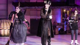 """In Thomas Hürlimanns Adaption von William Shakespeares """"Was ihr wollt"""", das die Freilichtspiele Luzern noch bis am 14. Juli zeigen, greifen der Tod und Hexen immer wieder ins Geschehen ein. (Bild der Hauptprobe)"""