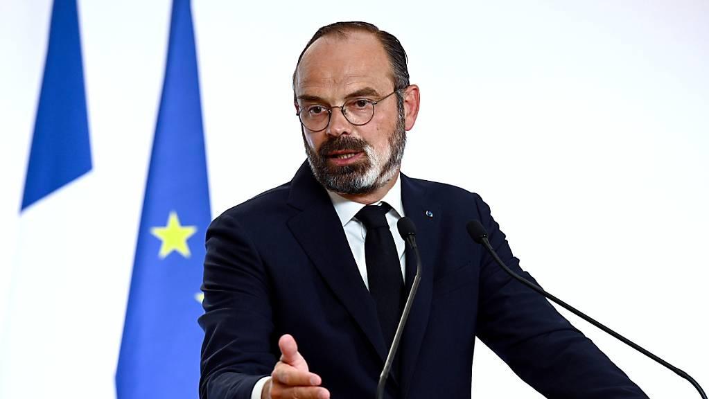 Regierungschef Édouard Philippe  kündigt am Donnerstag in einer am Fernsehen übertragenen Rede weitgehende Lockerungen der Corona-Massnahmen an.