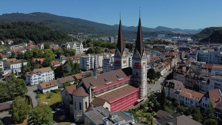 Noch bis im September wird die St.Martinskirche teilweise verhüllt sein.
