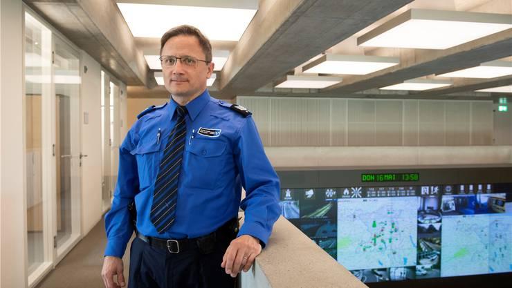 Daniel Kretz, seit 34 Jahren Polizist, ist Dienstchef der Notrufzentrale.