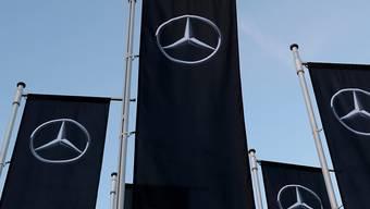 Der deutsche Autohersteller Daimler will bei seinen Führungskräften sparen.