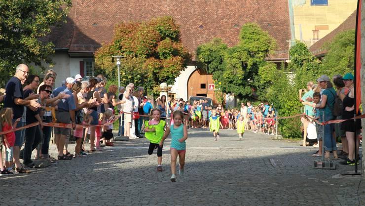 """Die Kleinen Punkteten am """"Schnäuscht Wiedlisbacher"""" mit dem """"Jöö-Bonus""""..."""