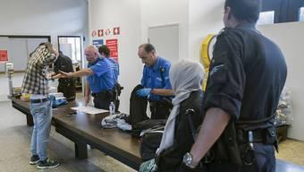 Asylbewerber erhalten mit der Anpassung der Schweizer Rechtsprechung an Europa einen stärkeren Rechtsschutz. (Archiv)