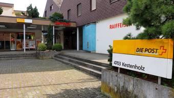 Die Raiffeisenbank in Kestenholz wurde von zwei bewaffneten Männern überfallen.