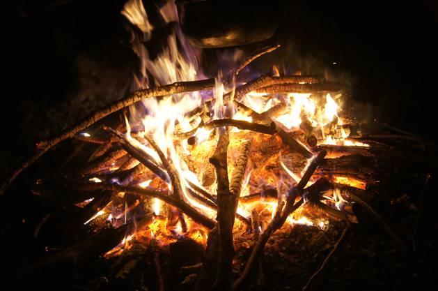 Selbstverständlich gehört auch das Lagerfeuer zur Waldweihnacht