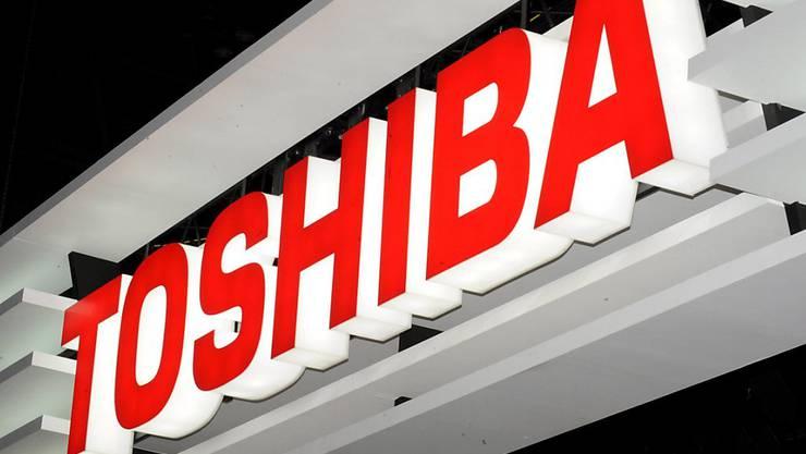 Toshiba weist für das Geschäftsjahr 2017/18 erstmals seit vier Jahren wieder einen Gewinn aus. (Archiv)