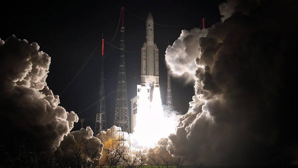 Die Trägerrakete Ariane 5 soll einen Nachfolger bekommen. Mit Ariane 6 möchte die ESA wettbewerbsfähiger beim Satellitentransport werden. (Archivbild)