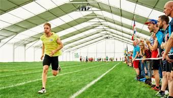 «Zieh, zieh, zieh!» – Pendelstafette vereint Turner mit Leichtathleten. Fotos: Colin Frei