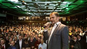 Igor Matovic hat laut ersten Prognosen die Parlamentswahlen in der Slowakei gewonnen. Er lässt sich von seinen Anhängern feiern.