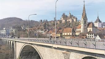Die Zurzibieter sind sich uneinig, ob die Hochbrücke in Baden für Autofahrer geschlossen werden soll oder nicht.