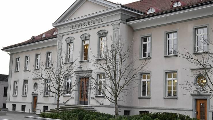 Der Deutsche, der als Untermieter aus normalen Wohnungen Sex-Etablissements machte, muss sich in den kommenden Wochen vor dem Bezirksgericht Bülach verantworten. (Themenbild)
