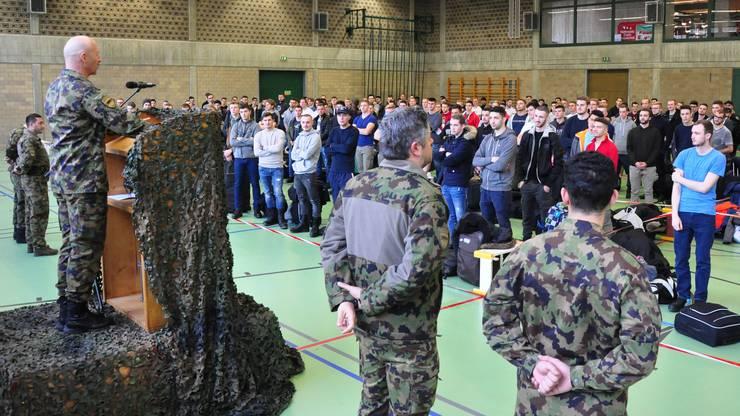Hubert Bittel, Schulkommandant und Oberst im Generalstab, begrüsste die Rekruten.