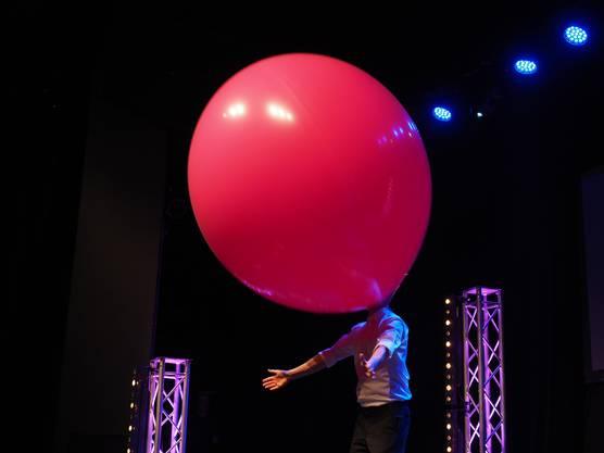 Grosskopfig - Tobi van Deisner als lebendiger Ballon