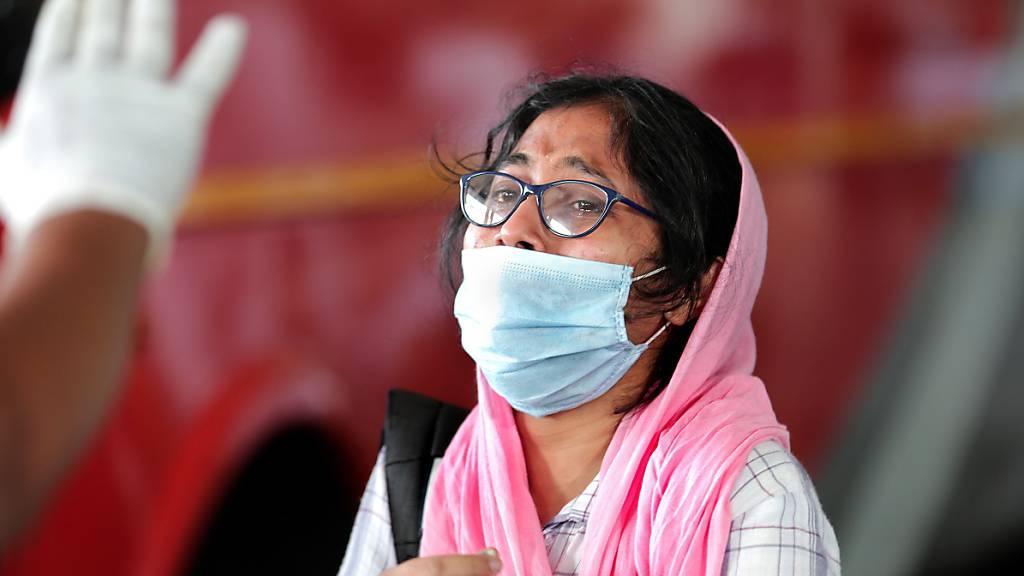 Inzwischen gibt es in Indien mehr Infektionen als in China, dem bevölkerungsreichsten Land.