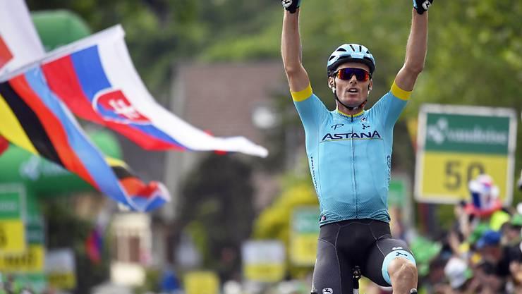 Luis Leon Sanchez aus dem kasachischen Team Astana fährt als Solosieger in Langnau ein