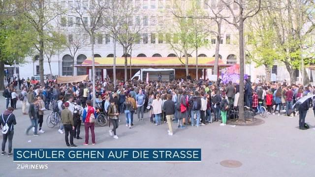 Schüler demonstrieren gegen Sparmassnahmen